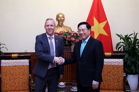 Deputy PM and FM Pham Binh Minh  receives UK Ambassador to Viet Nam Gareth Ward, Ha Noi, September 19, 2018