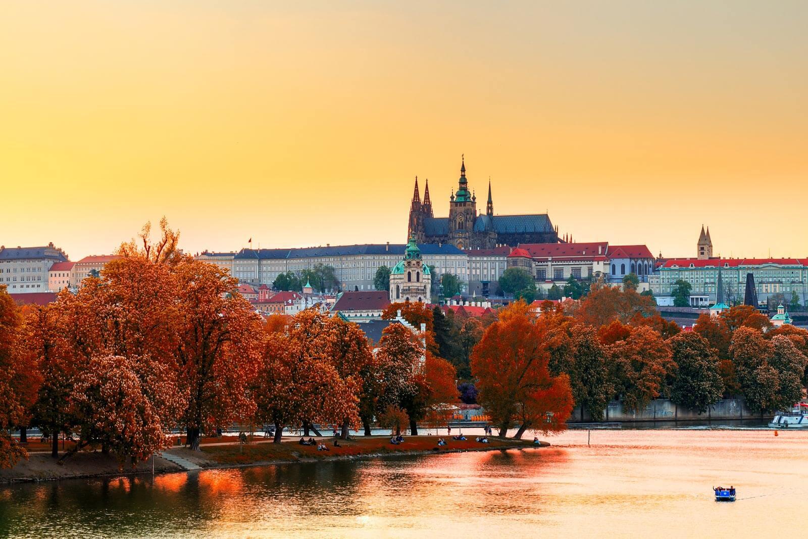 Prague, Czech – Điểm du lịch Châu Âu mùa thu lý tưởng