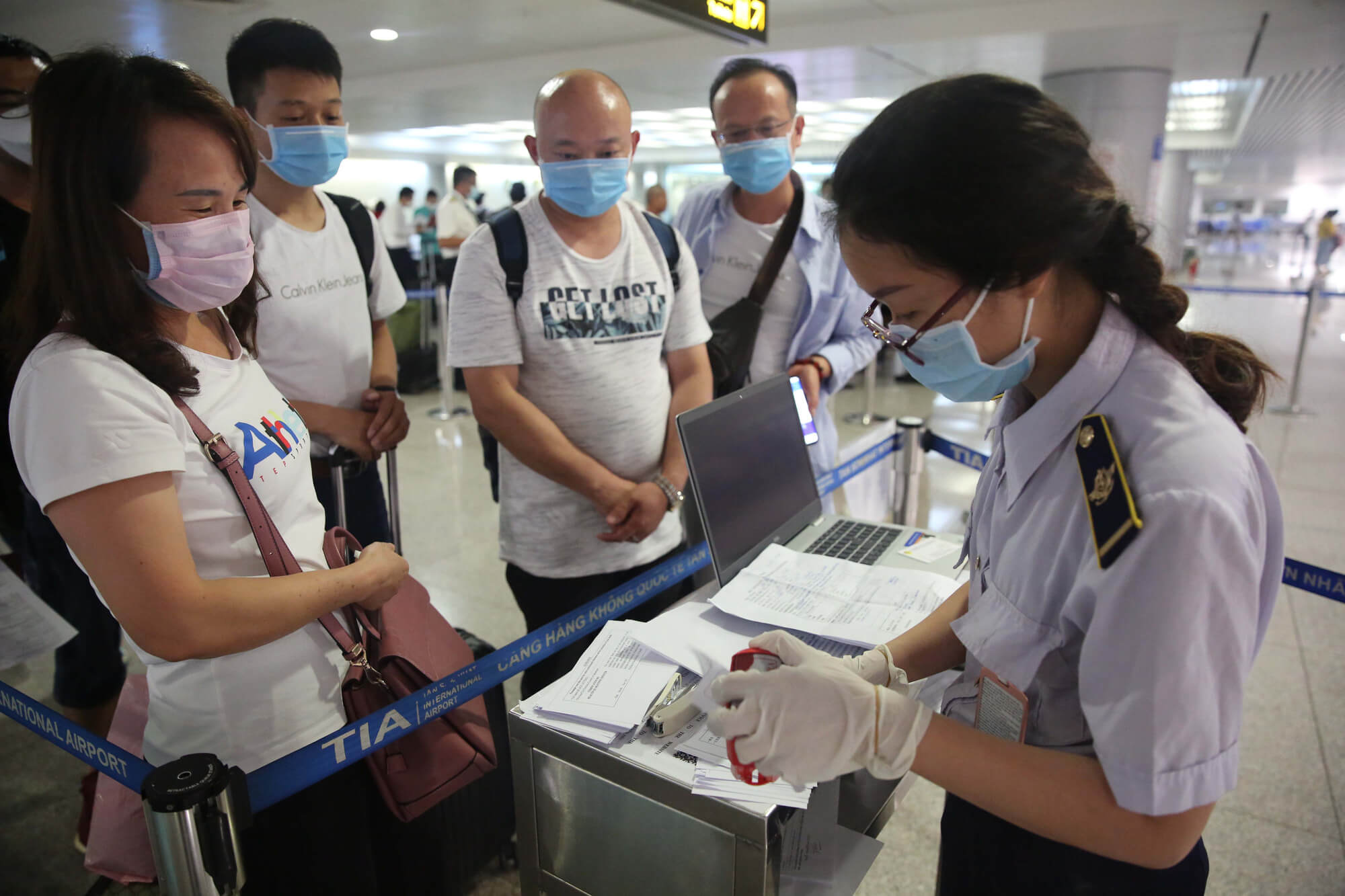 Việt Nam dừng cấp thị thực cho người nước ngoài