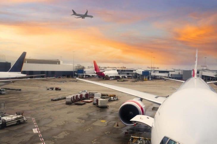 Lịch mở cửa sân bay quốc tế